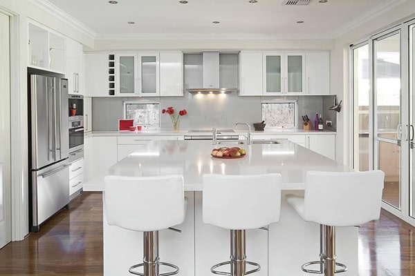 luxury-kitchens-with-white-cabinets-design-(1)